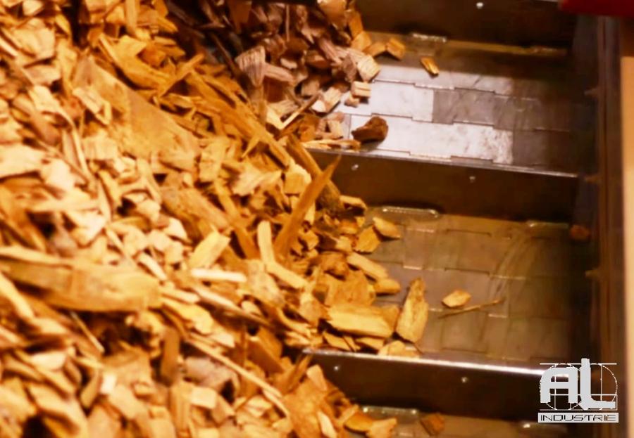 Convoyeur à tapis plaquette bois - Convoyeur chaudière biomasse - Filière bois