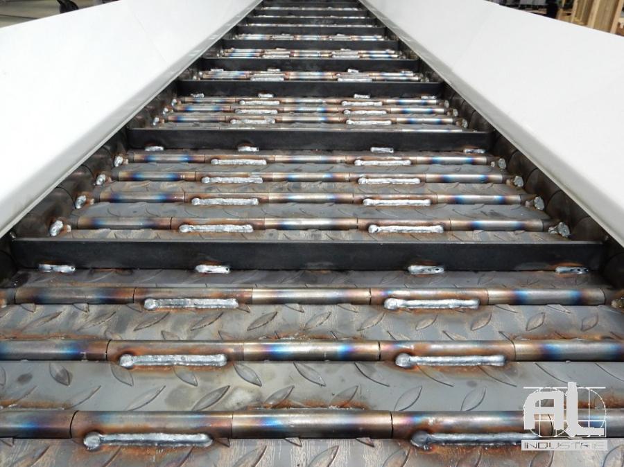 tapis d convoyage presse BRET - Convoyeur à tapis presse BRET - Tôlerie