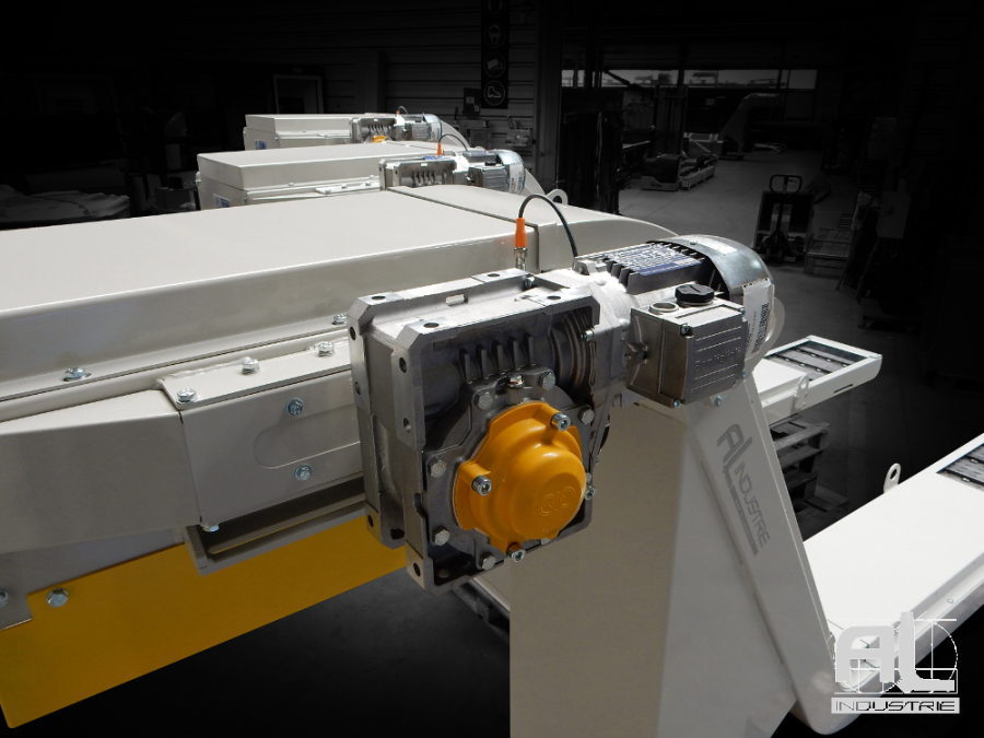 Tapis metallique convoyeur MURATEC - Convoyeurs centre MURATEC - Mécanique
